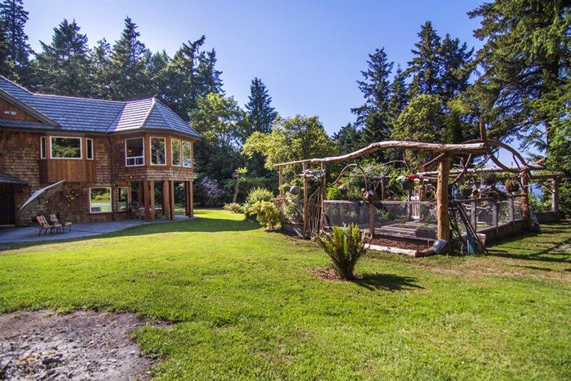 Gardens/Backyard