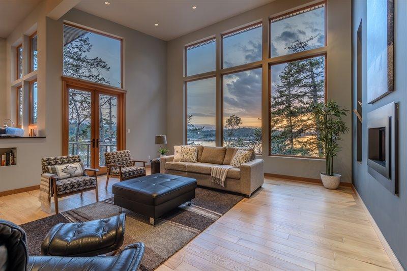 Living Room - Door to Deck