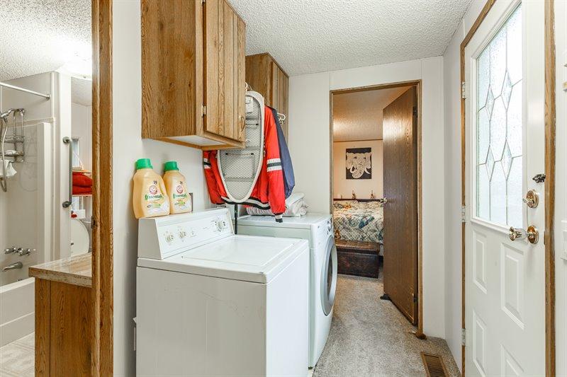 Hallway / Laundry